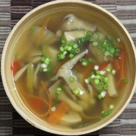 Куриный суп с грибами в азиатском стиле