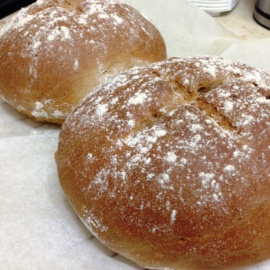 Ржаной хлеб с полбой, грушами и грецкими орехами