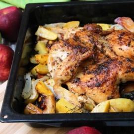 Курица, запеченная с яблоками и картофелем