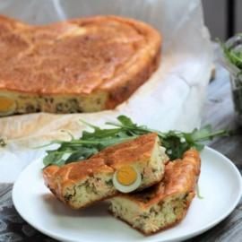 Заливной пирог с лососем и перепелиными яйцами