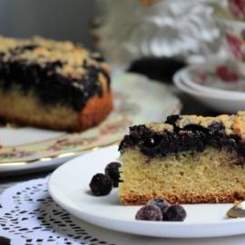Простой пирог с черникой