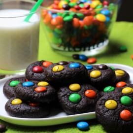 Шоколадное печенье с M&M's
