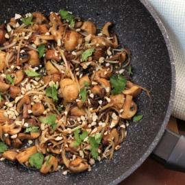 Грибы с ростками фасоли по-китайски