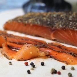 Соленый лосось с перцем