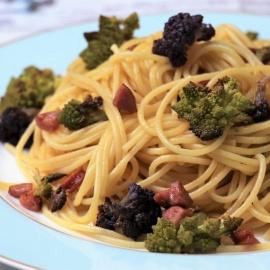 Спагетти с двумя видами капусты и охотничьими колбасками