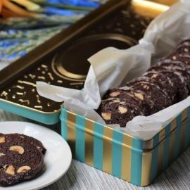 Шоколадное печенье с фундуком и солью