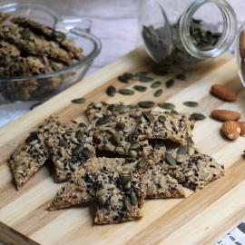 Крекеры из спельты и орехов с семечками