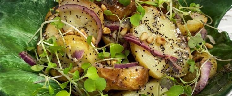 Картофельный салат с маковой заправкой