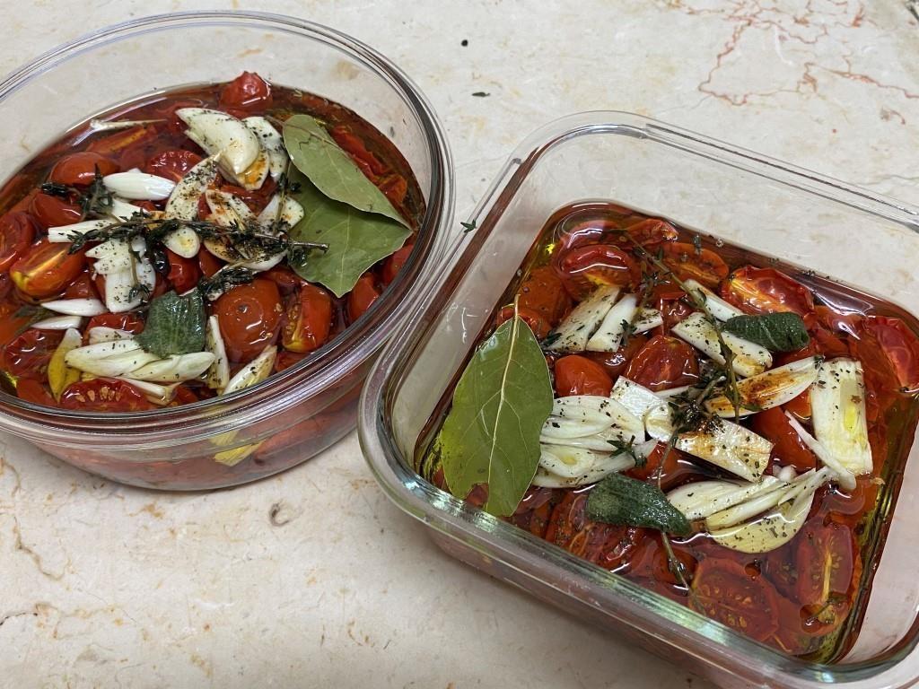Слабо вяленые помидоры черри в маринаде